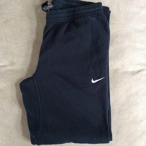 Nike SZL sweatpants front pockets/back pocket.
